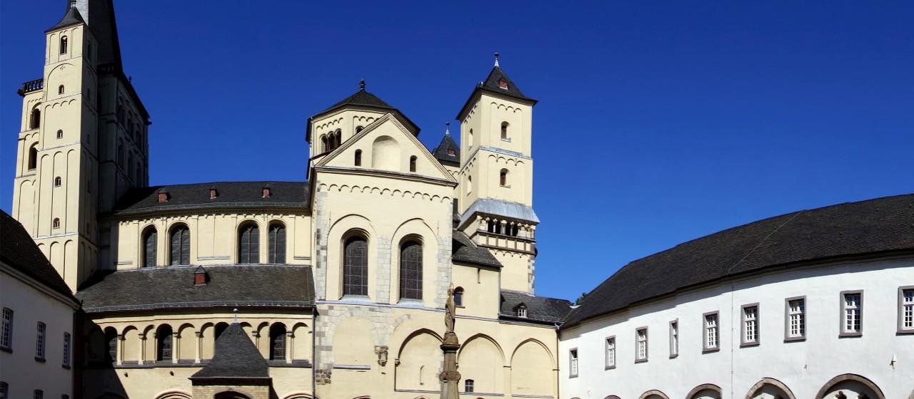 Prunkvolle Burgfassade in Pulheim