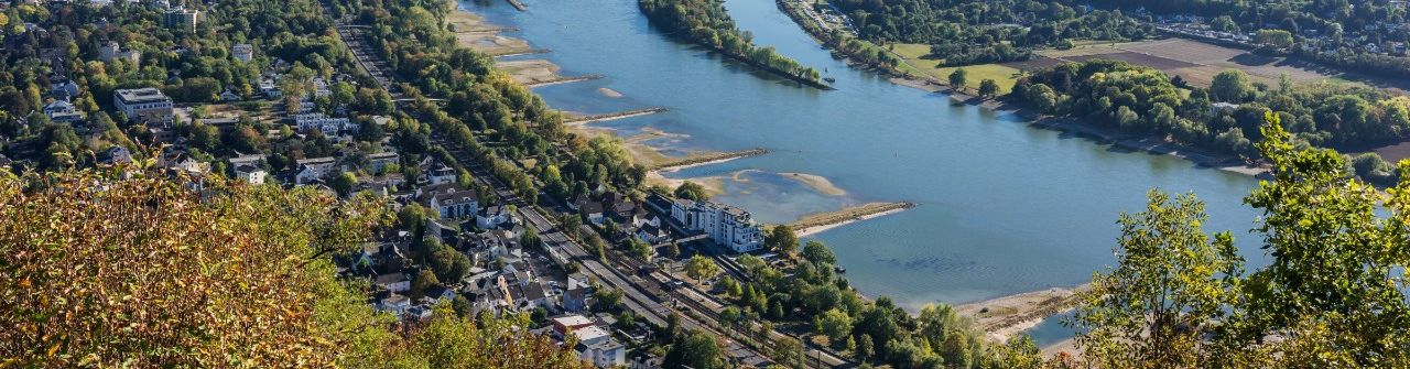 Blick vom Drachenfelsplateau zum Rhein