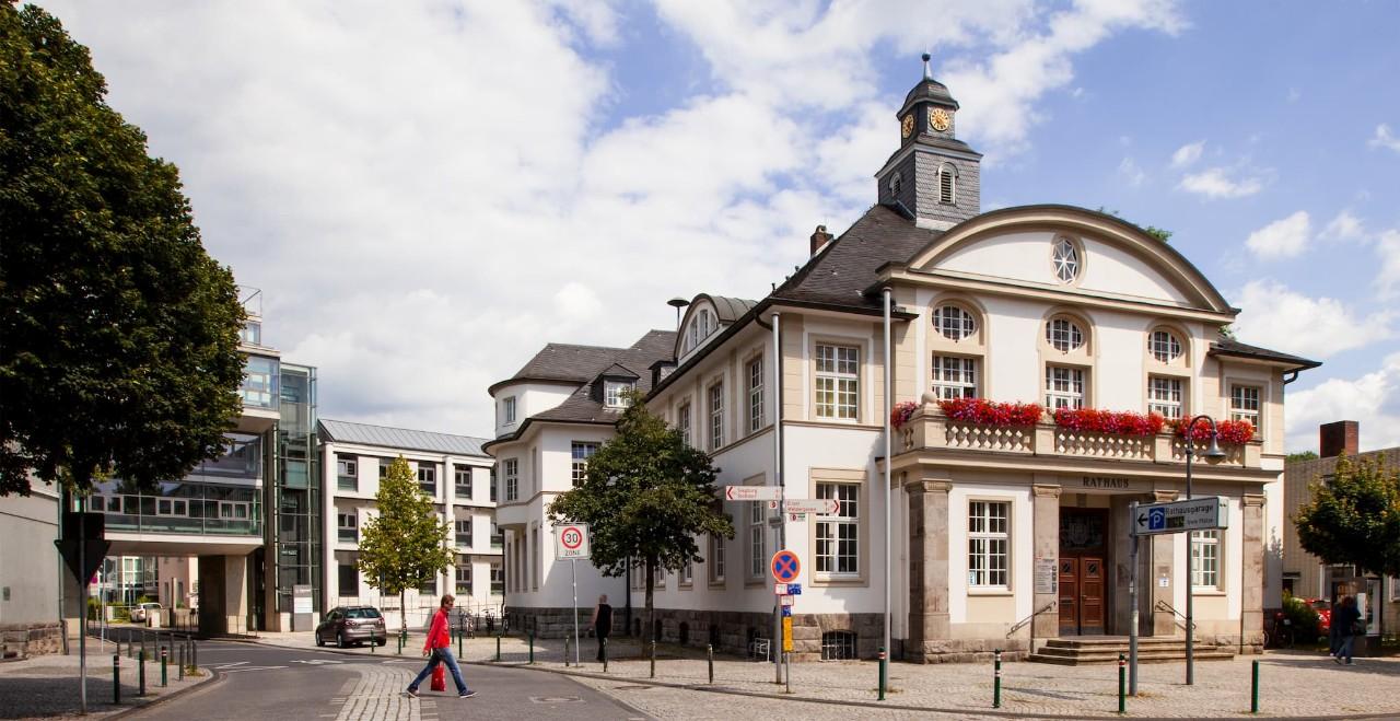 Außenansicht der St. Laurentius-Kirche in Hennef