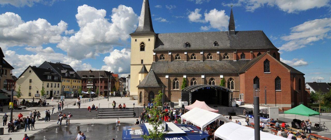 Überblick über Meckenheim mit Kirche