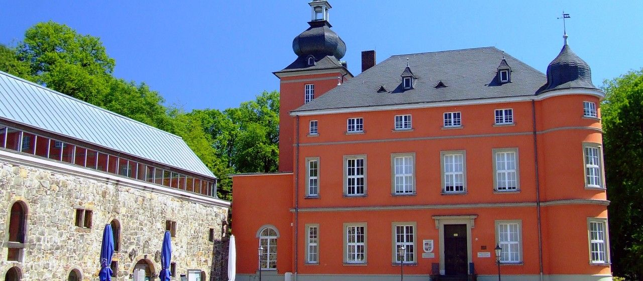 Außensicht der Burg Wissem in Troisdorf