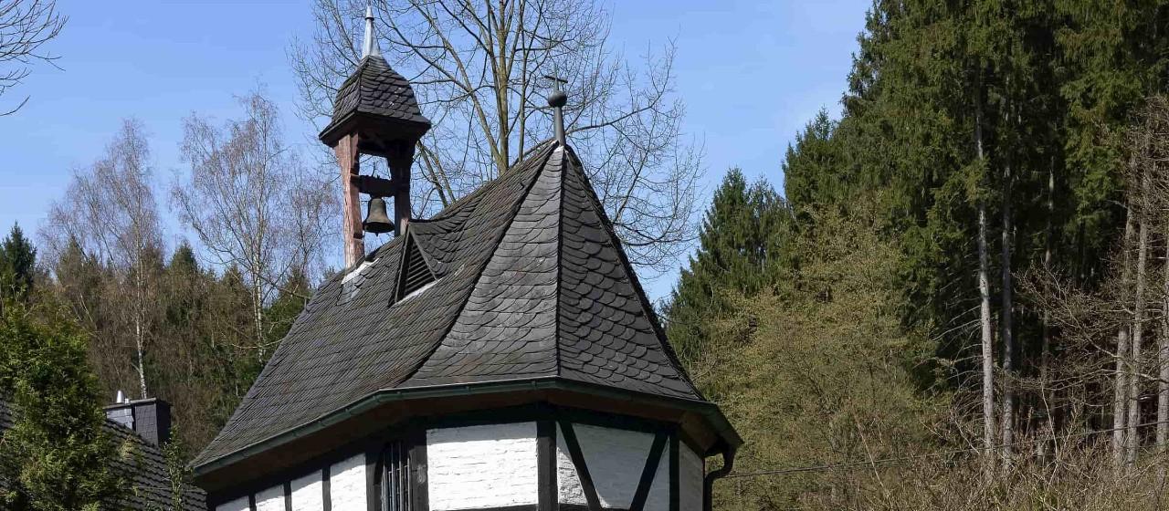 Barbara Kapelle im Fachwerk Stil in Hellenthal (Rösrath)